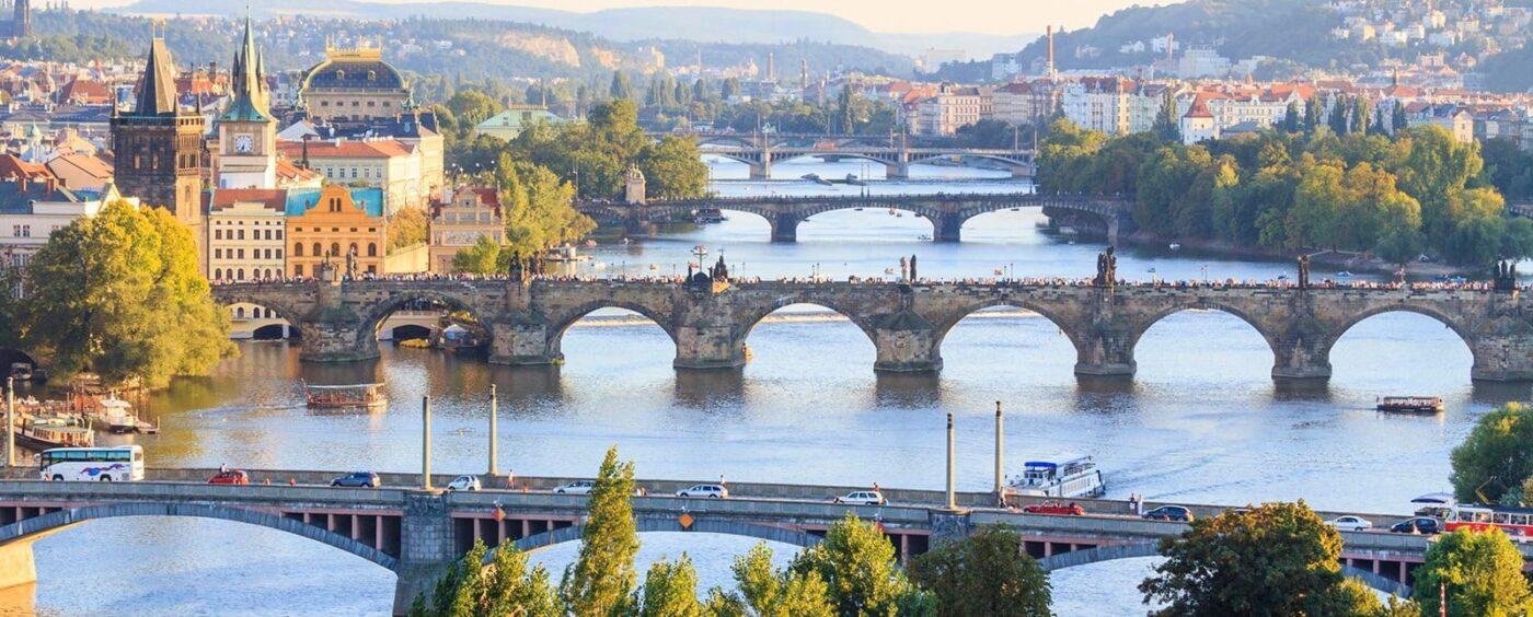 Nogle af de smukke broer i Prag - blandt andet Karlsbroen.